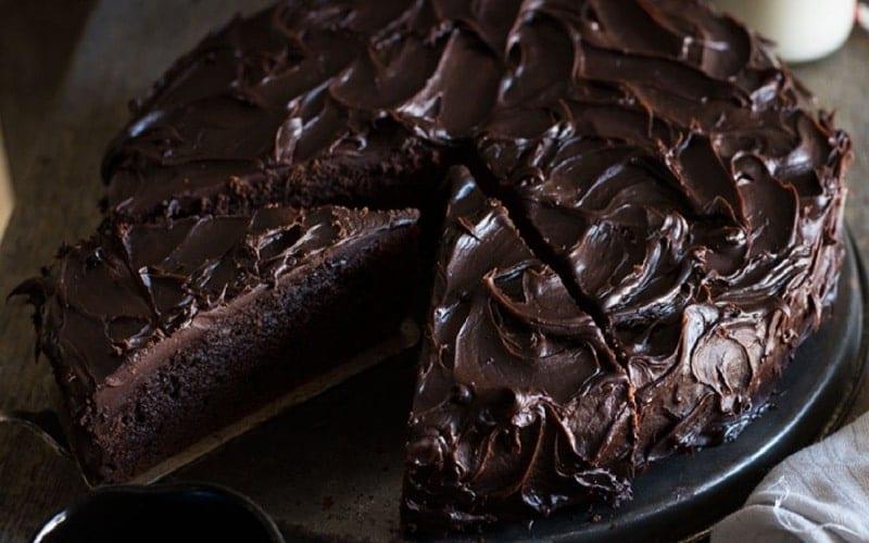 طرز تهیه کیک شکلاتی بدون فر